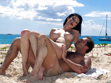 Beach porn videos – undressing naturists filmed at nudist and public beaches