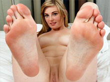 Feet fetish XXX movies and toe sucking videos that have some of the best nylon footjob online and definitely hot girls in long legs tights
