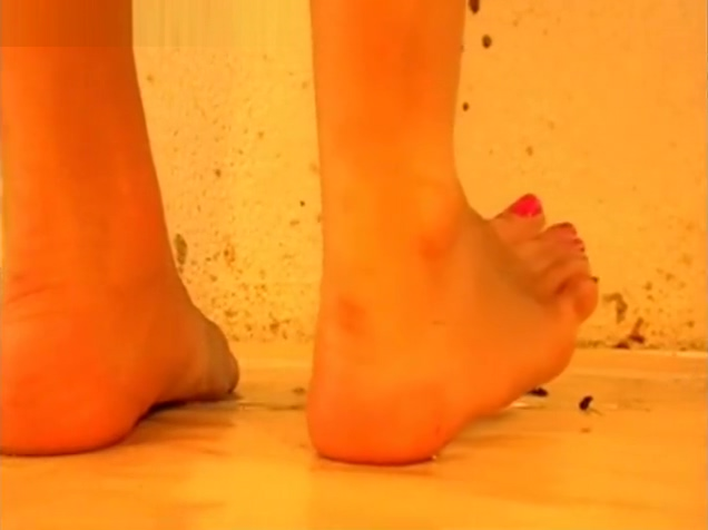 Video 936472904: foot fetish, barefoot crush, barefoot play