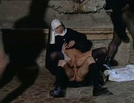 порно монашки двойное проникновение