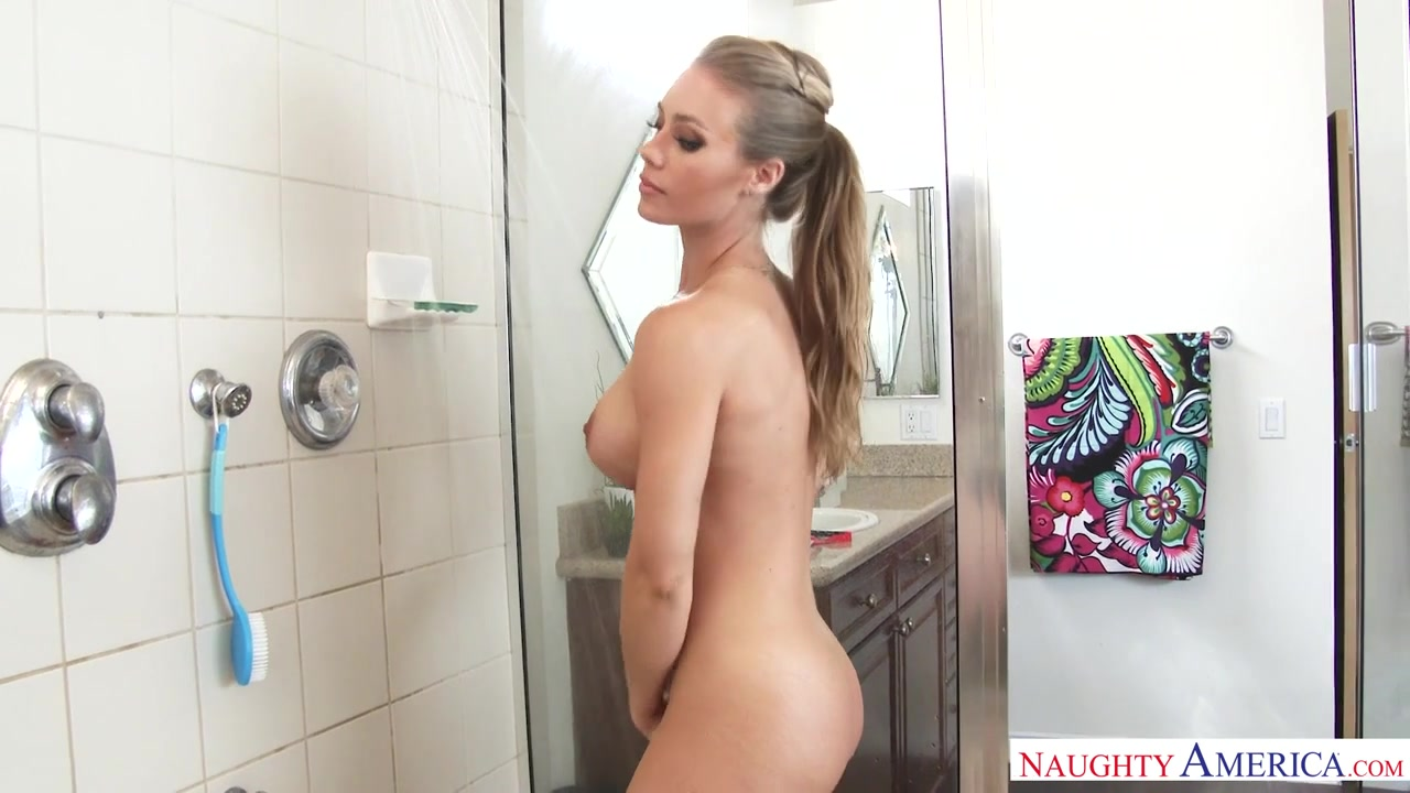 nicole aniston shower