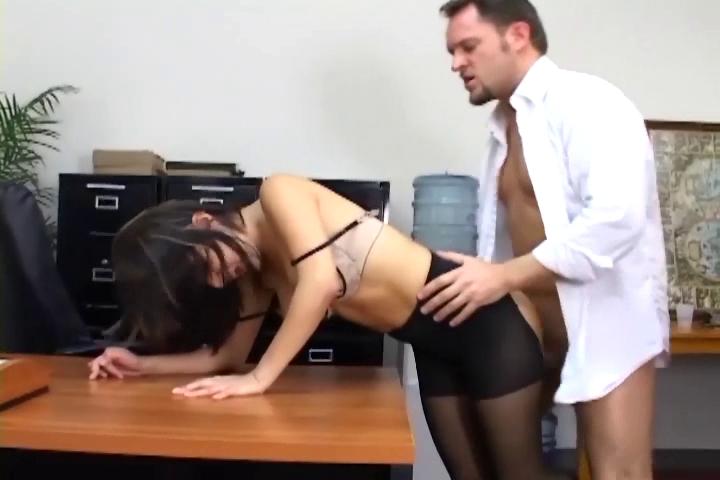 секс в офисе в колгодках
