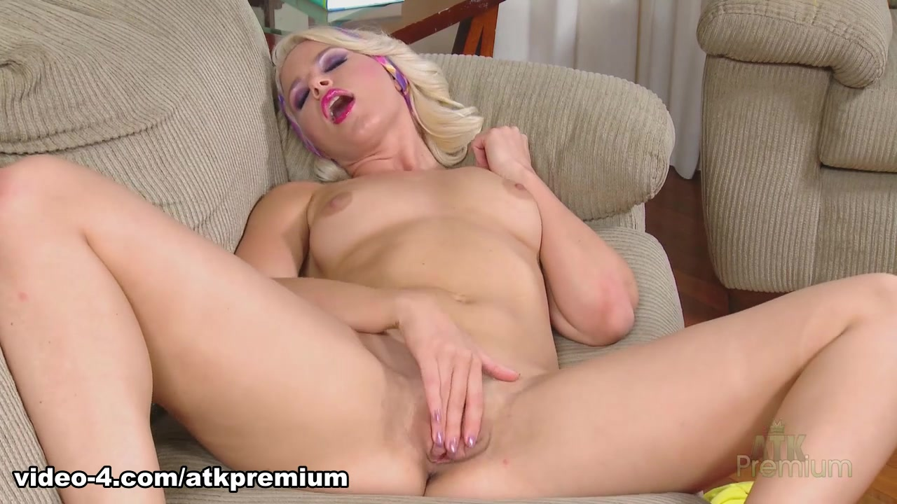 Anikka Albrite - Masturbation Movie
