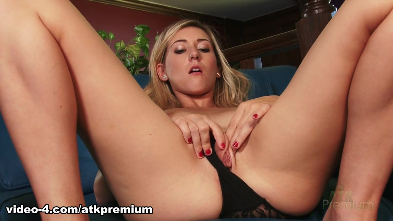 Lilly Banks - Masturbation Movie