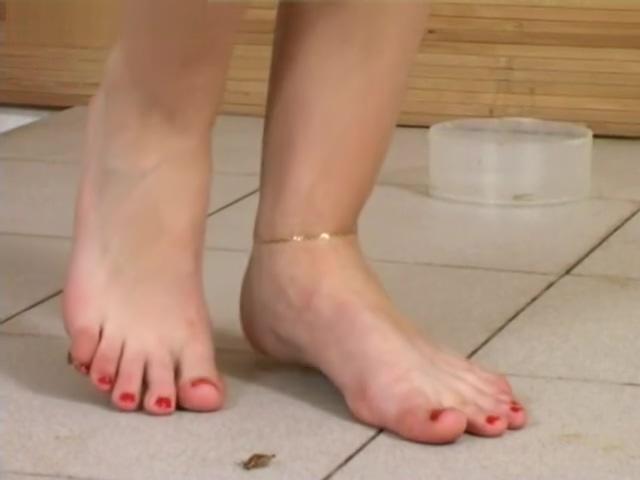 Video 958597804: foot fetish, barefoot crush