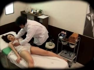 video-onlayn-skritaya-kamera-massazh