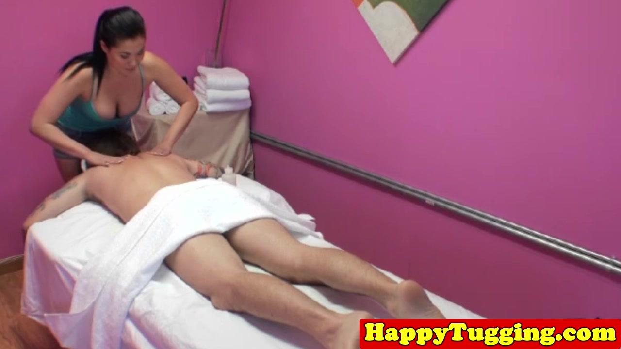 Asian handjob masseuse tugging and sucking client