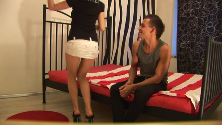 Marvelous party hotty working up weenie and making boyfrend explode