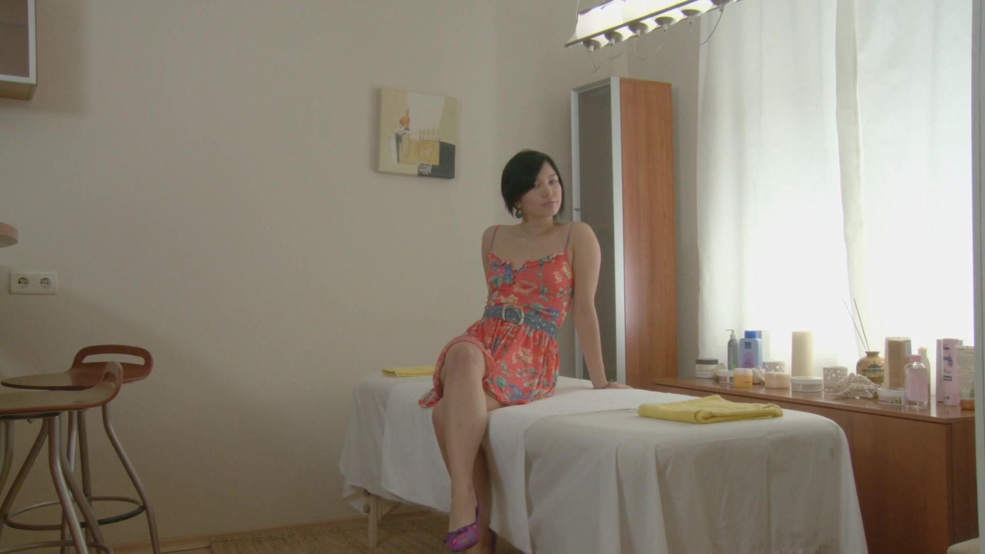 Oriental gal receives in massage fuck