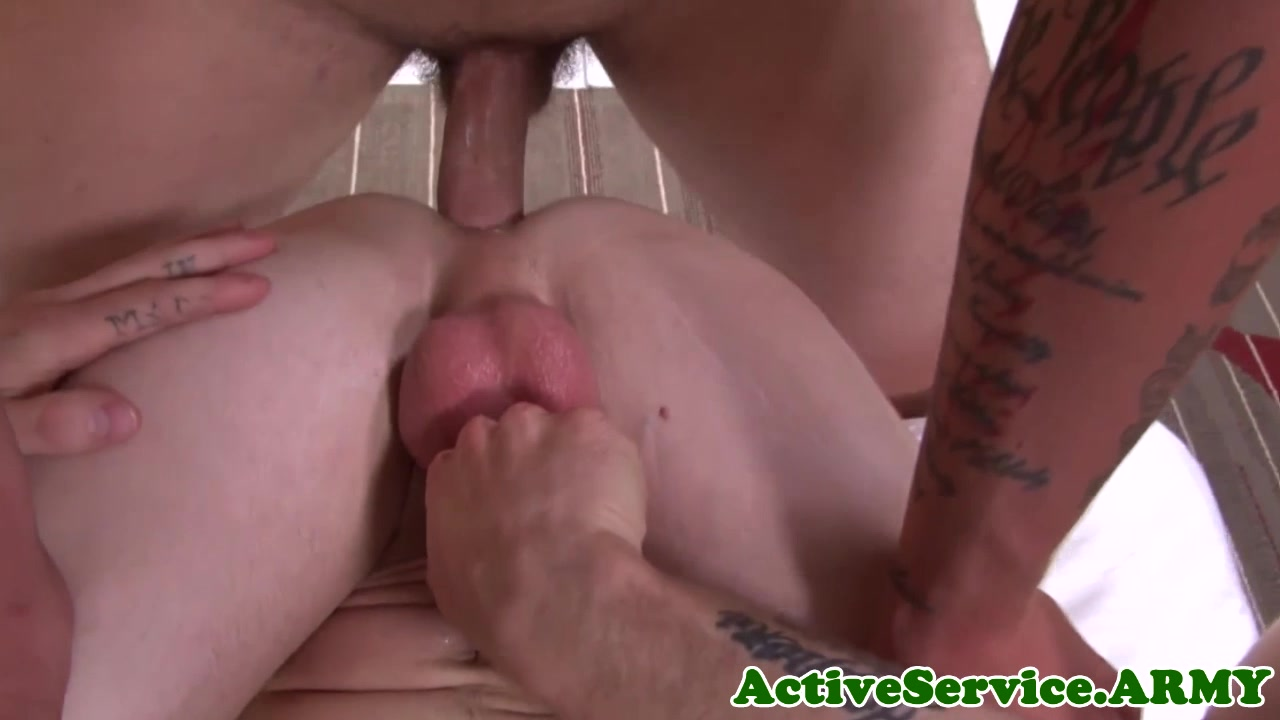 Military hunk bareback assfucking with stud