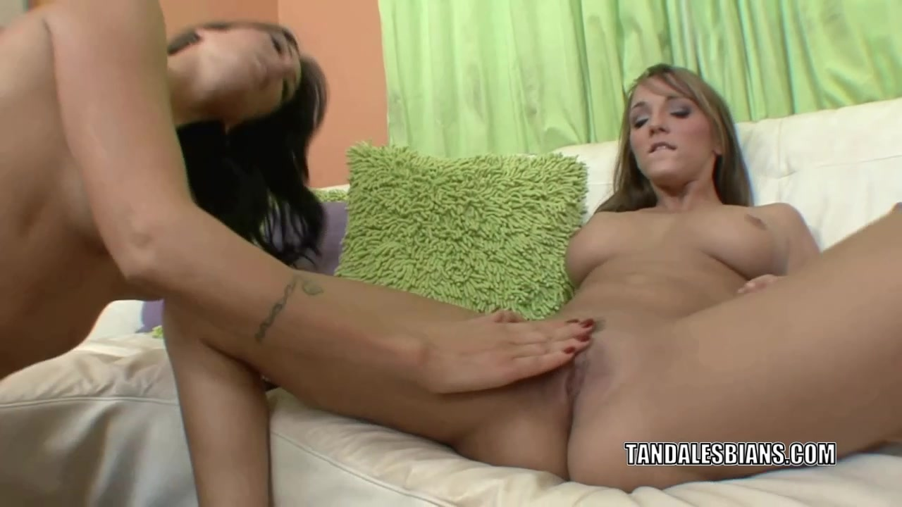 Horny MILF Zoey is munching pussy with lesbo Charlie