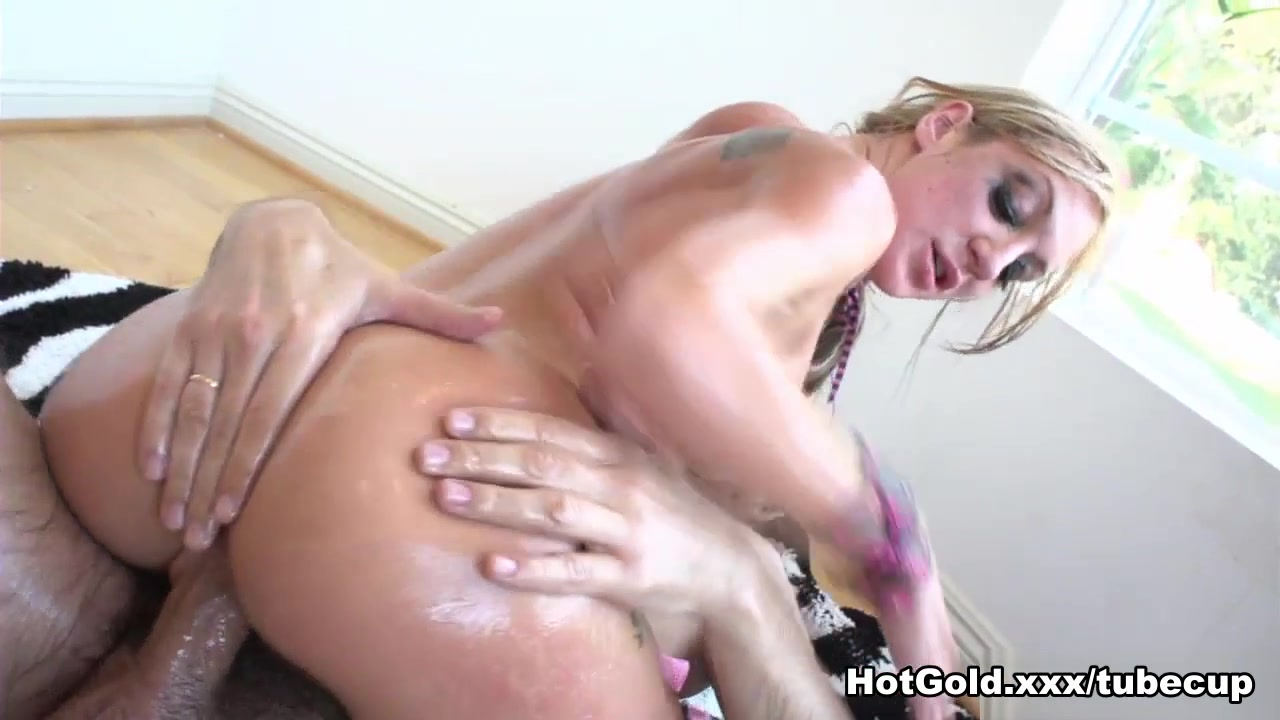 Amy Brooke in Two In The Tank - HotGold