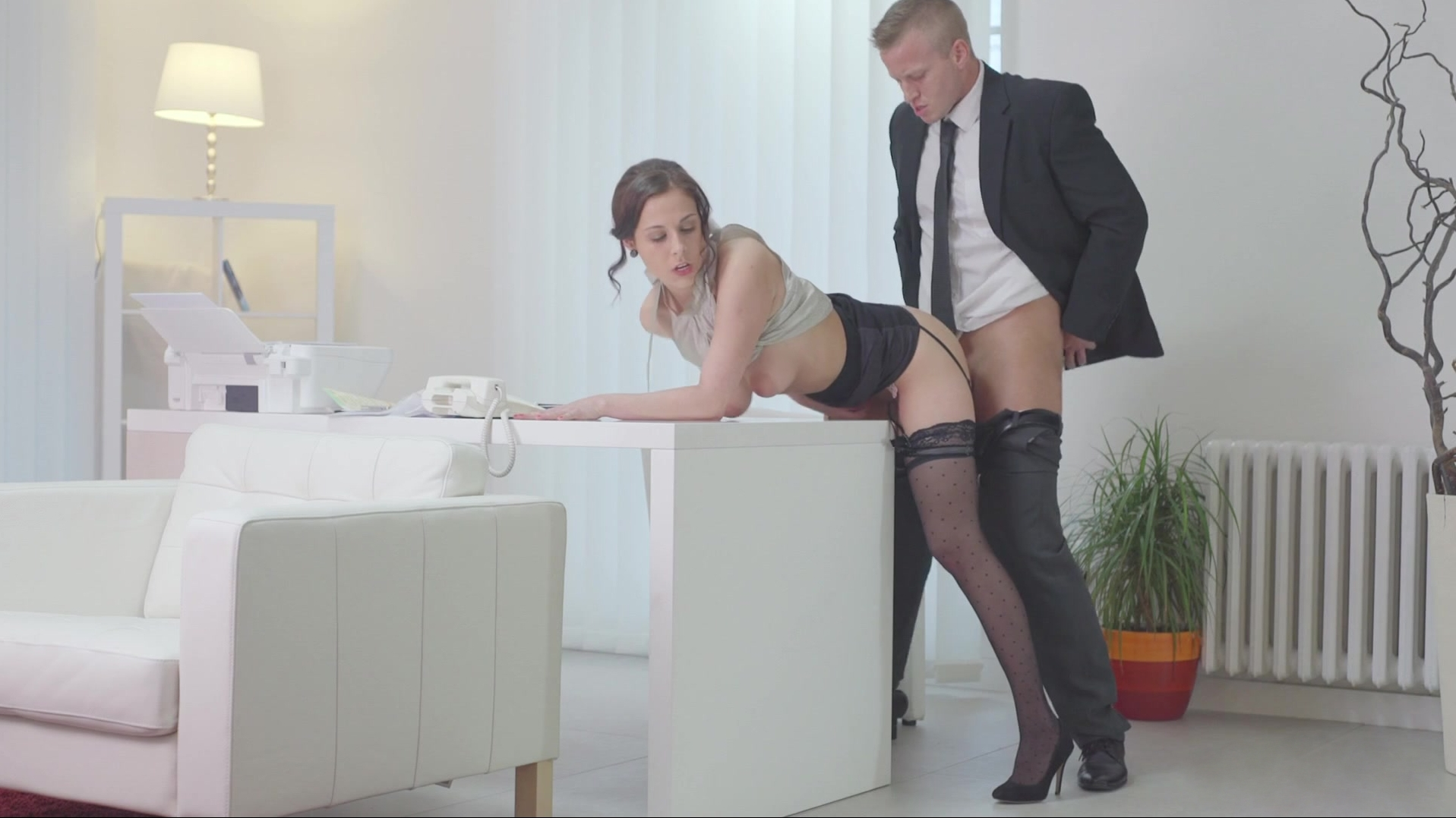 porno-macheha-pod-stolom