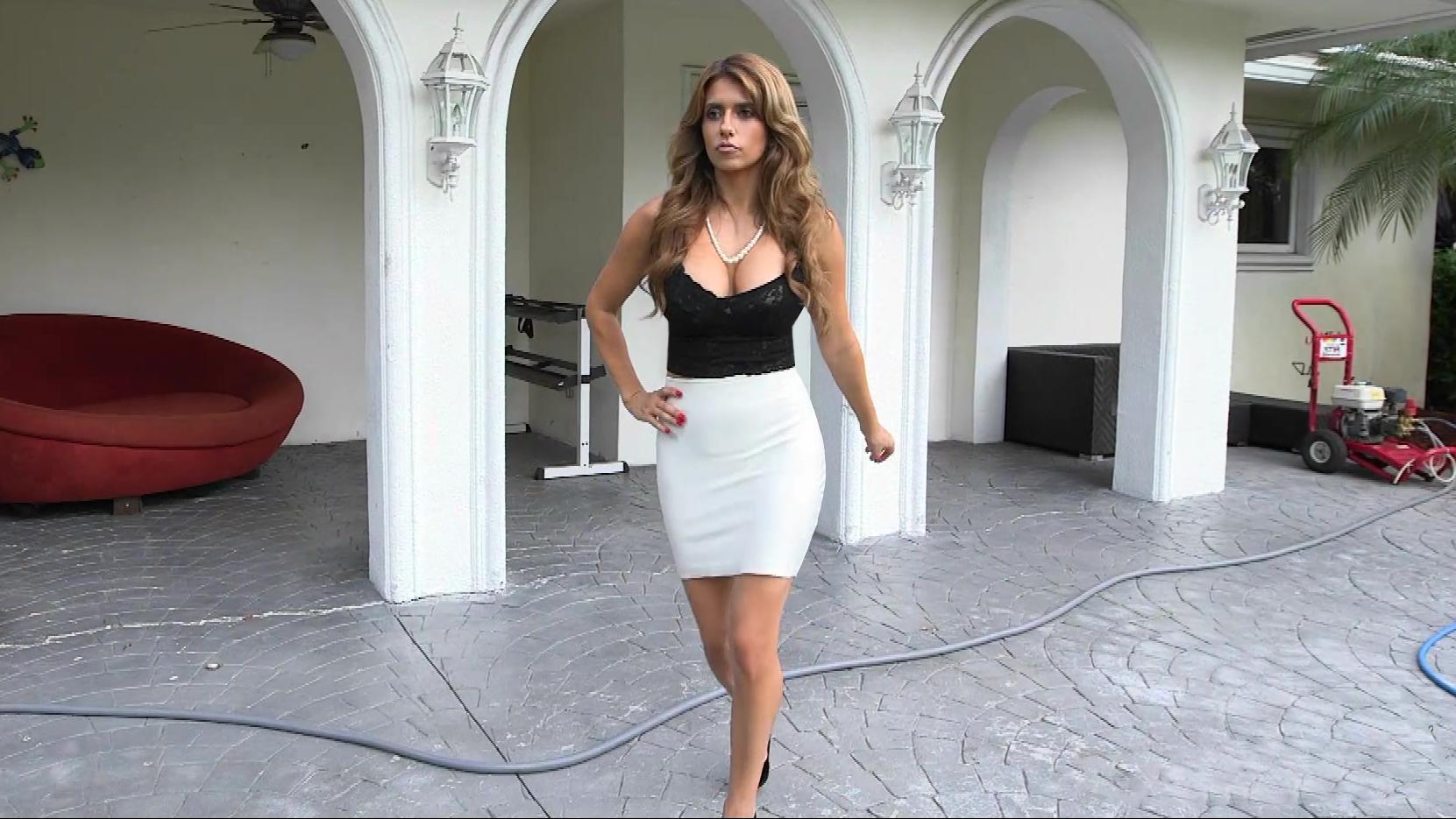 Fashionable milf Mia Ryder fucking her employees
