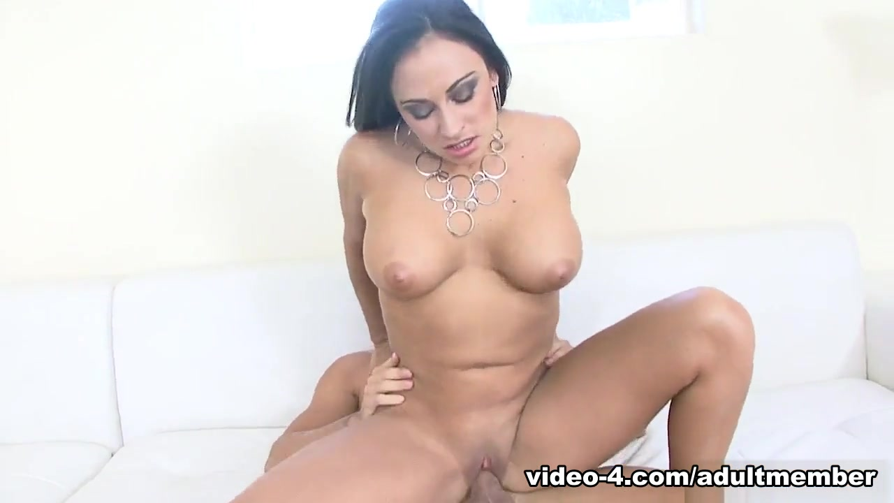 Claudia Valentine & Johnny in Busty Cougar Claudia Valentine wants a stiff dick - AdultMemberZone