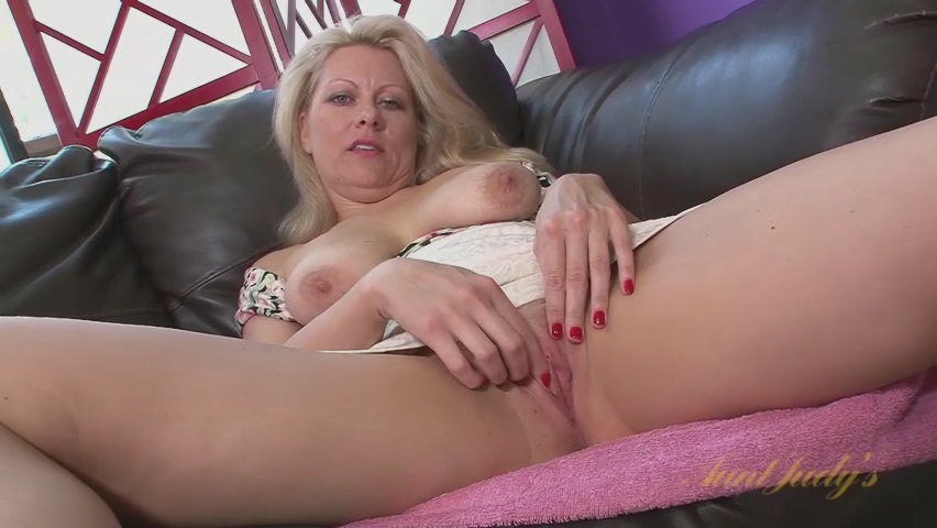 Zoey Tyler in Toys Movie - AuntJudys