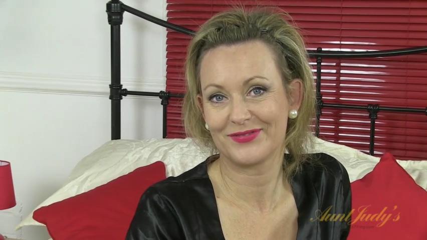 Betsy Blue in Masturbation Movie - AuntJudys