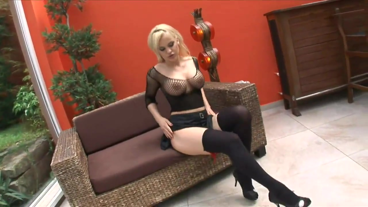 Blonde silicone bitch hardcore (hd)