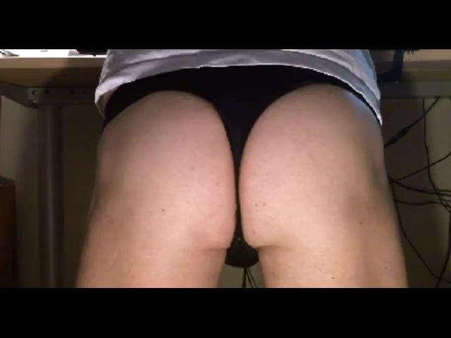 Nice ass by cam (toys spank fingering)