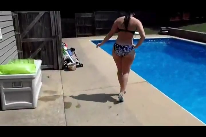 Pool booty clapping
