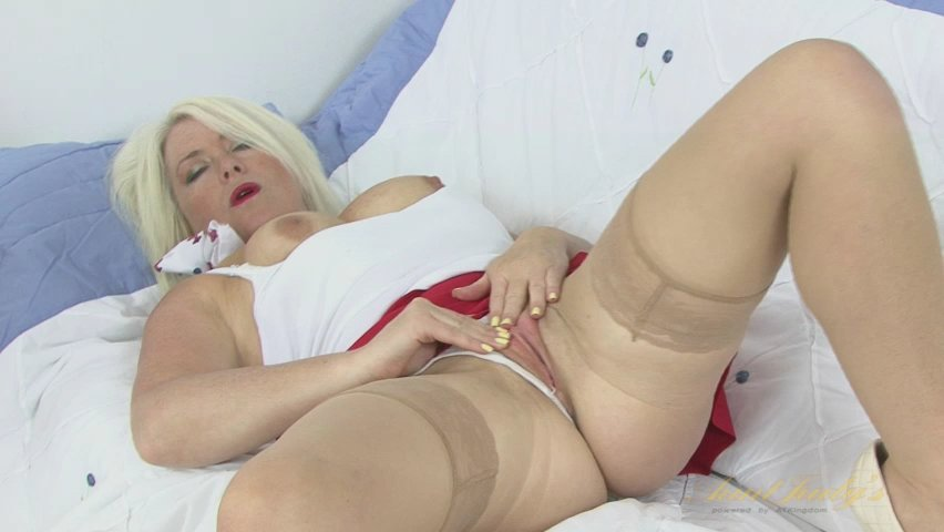 Amber Jewell in Masturbation Movie - AuntJudys