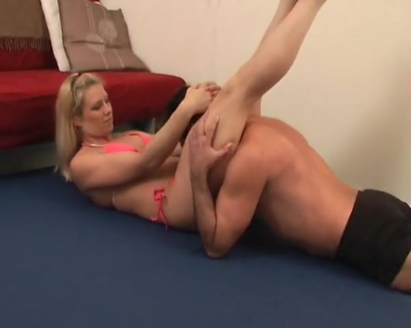 Tough babe wrestling against a wimps n owns him