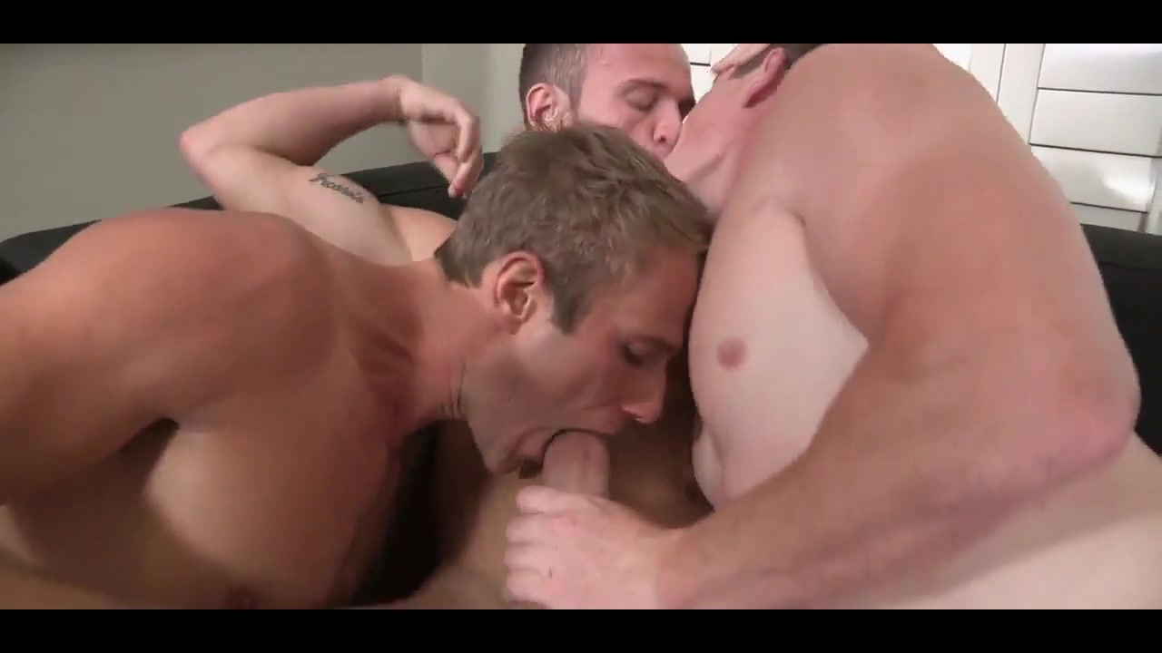 Fucking raw bareback threesome