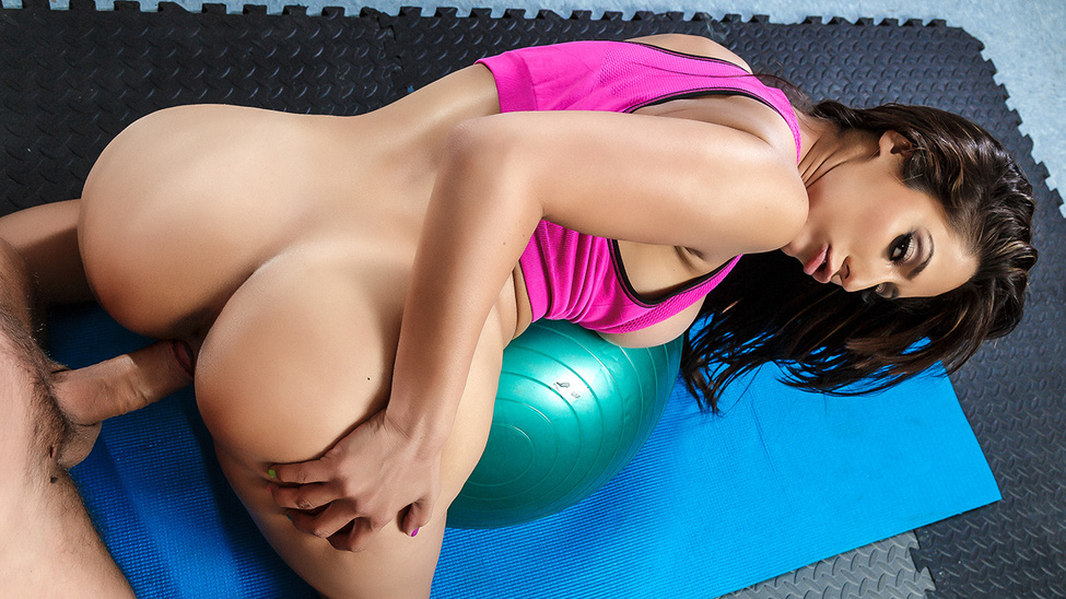 Reena Sky & Toni Ribas in Sex-ercise at Physiotherapy - Brazzers