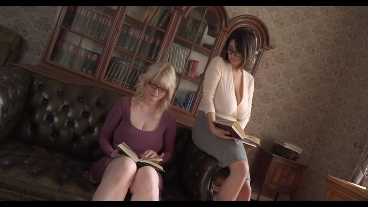 2 busty lesbians play bit breasts