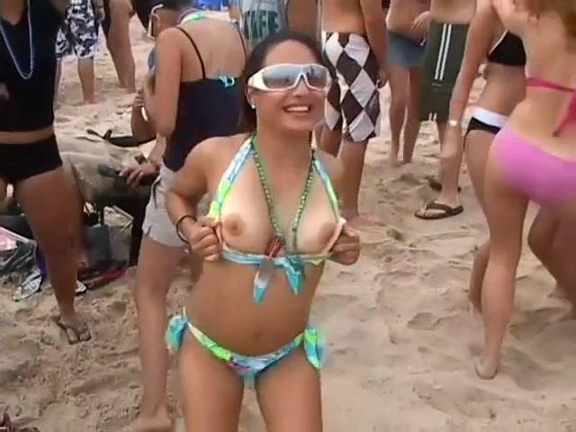 Amazing Boobs On Flashing Latina Sluts
