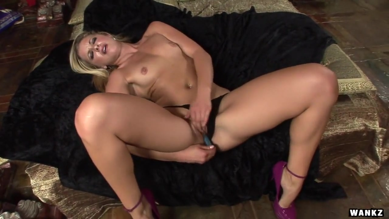 Lena Loves Fingering Her Sweet Pussy