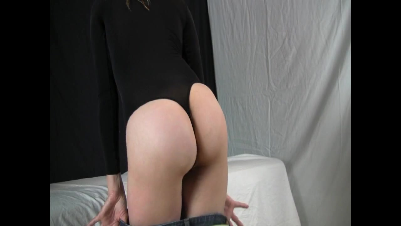 Hot Blonde Strips and Brings Herself to Orgasm