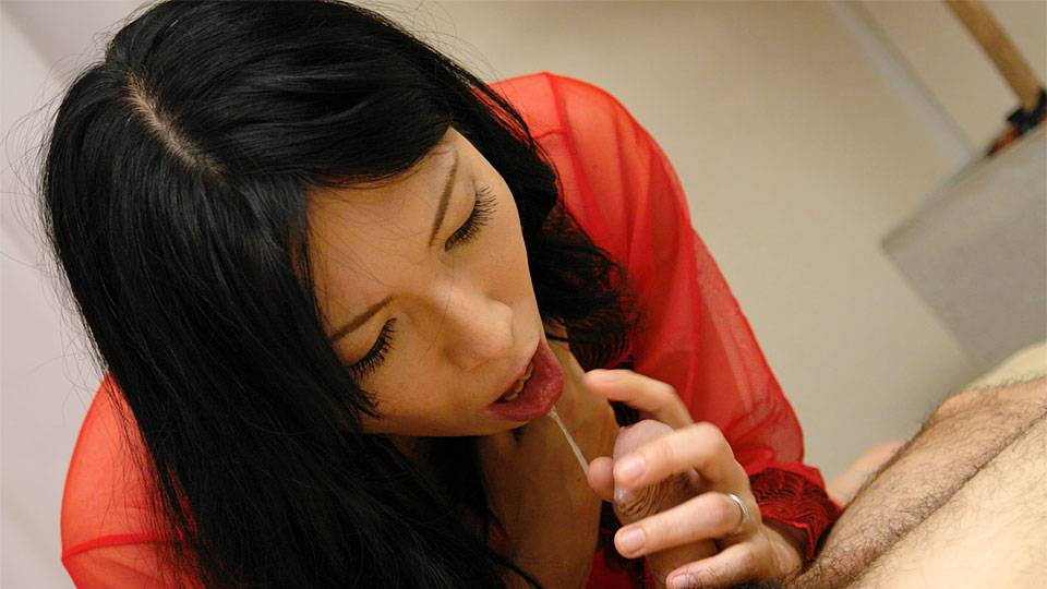 Yuko in Japanese cougar, Yuko got her daily dose of wild sex - AviDolz
