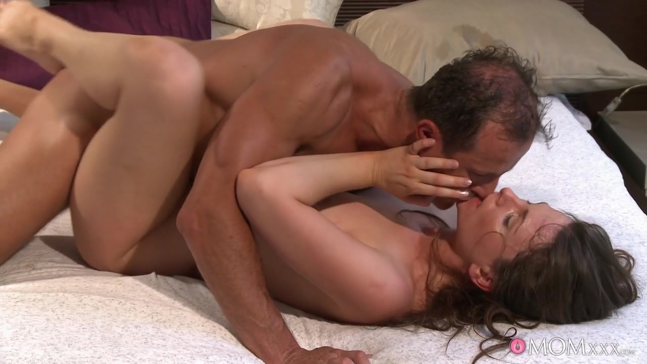 George & Jessica F in Rude Awakening - MomXXX