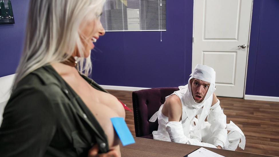 Rachel RoXXX & Danny D in The Office Mummy - Brazzers