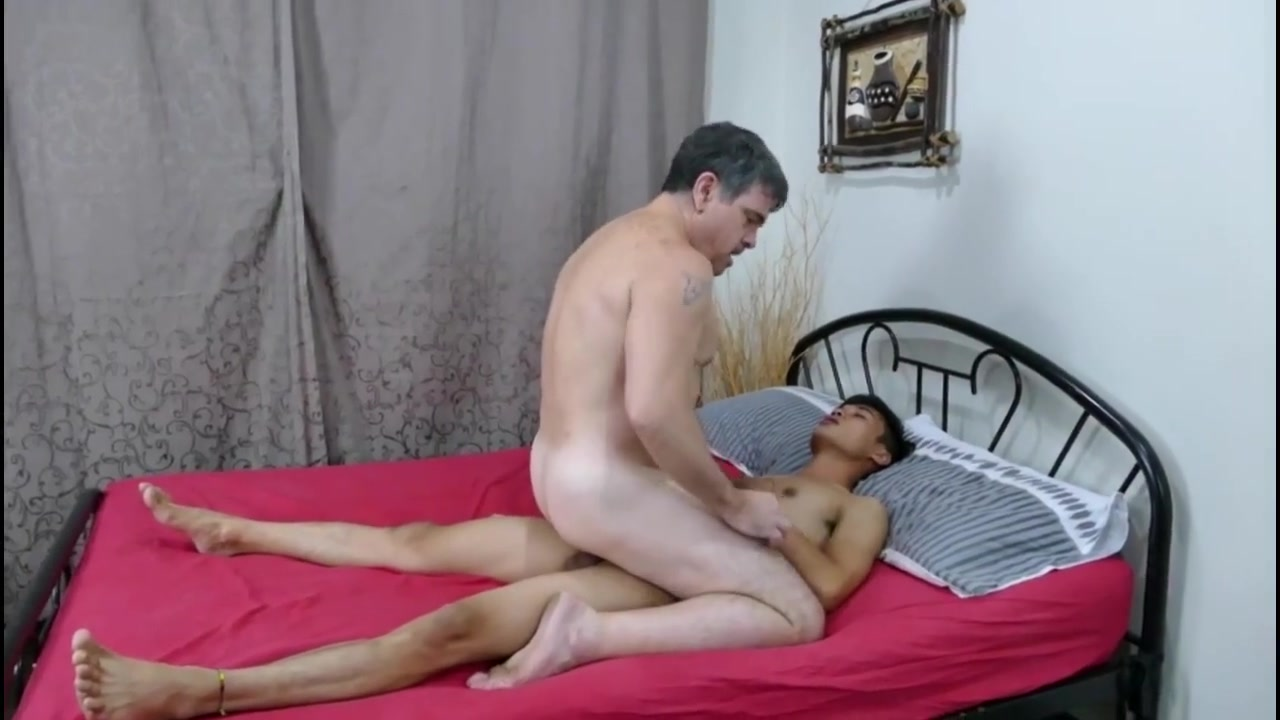 Asian daddy gets his boy