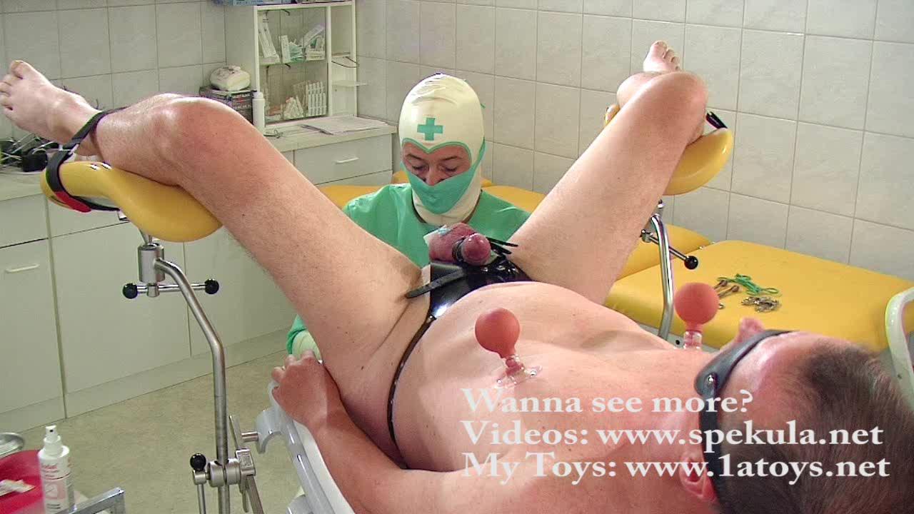 Частный гинеколог делает медицинский осмотр молодой ...