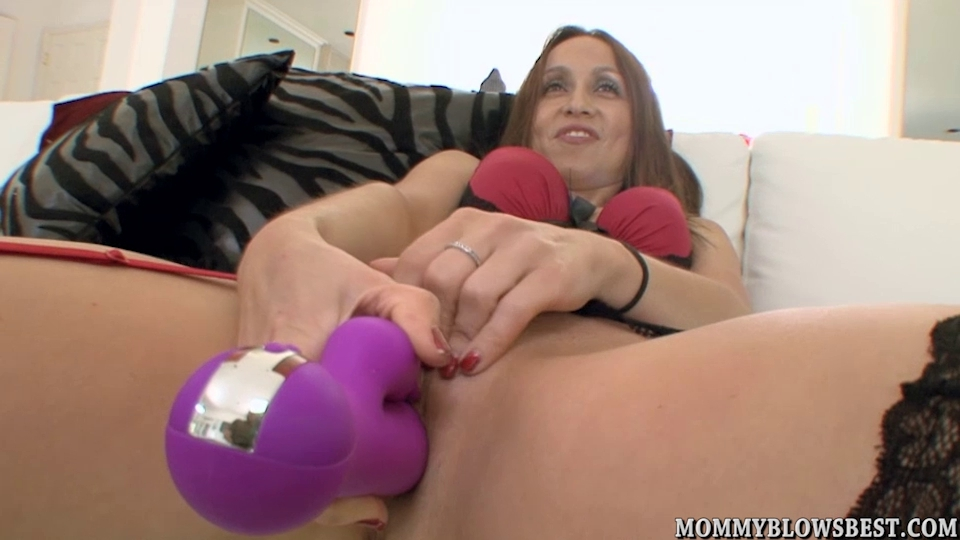 Cheating wife Julia Silver showing off oral-job skills