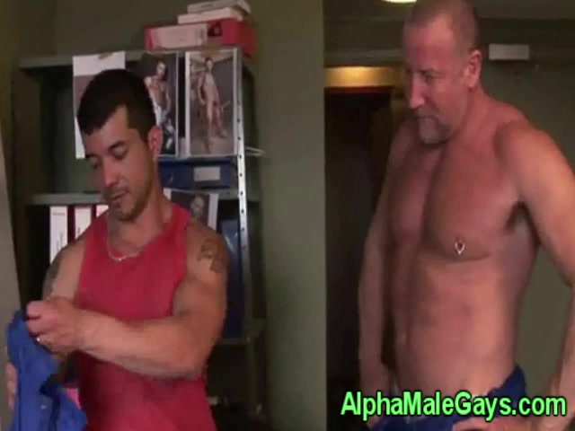 Old gay bear gets a bj from young stud