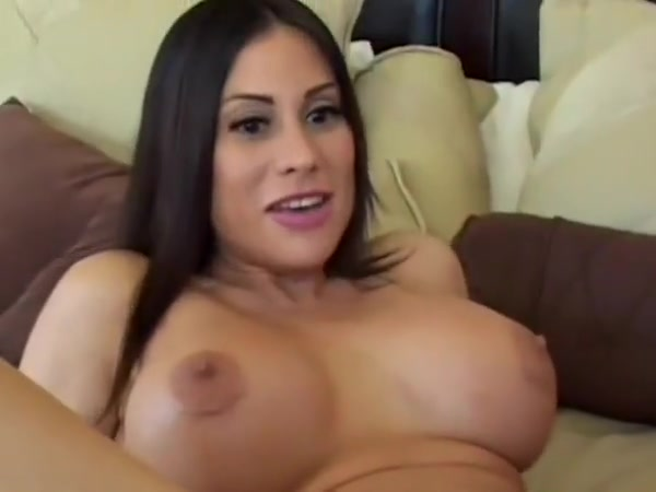 cougar brunette with chubby hair gets her anal hole penetrated