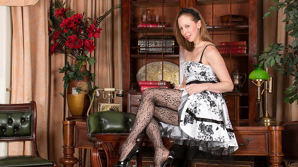 katie weiß in lacey strumpfhosen - anilos