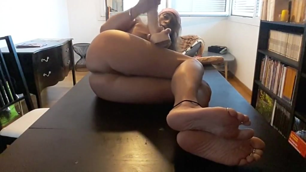 amateur exotic shemale video with big butts, dildo scenes / toys