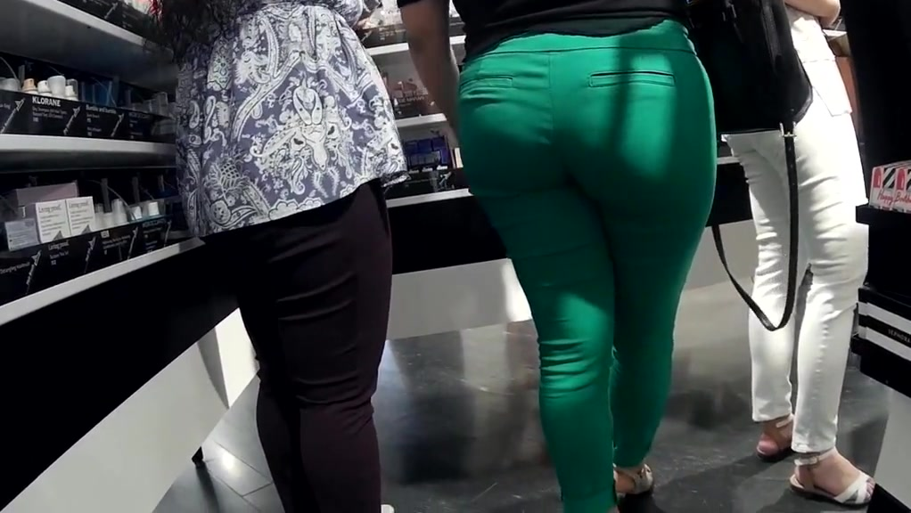 thick latina milf booty pants tight green