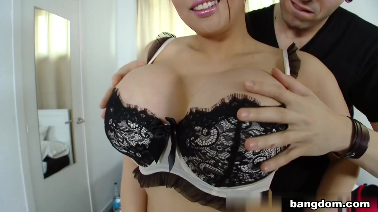 tiger benson in asiat with huge breasts and a juicy ass!