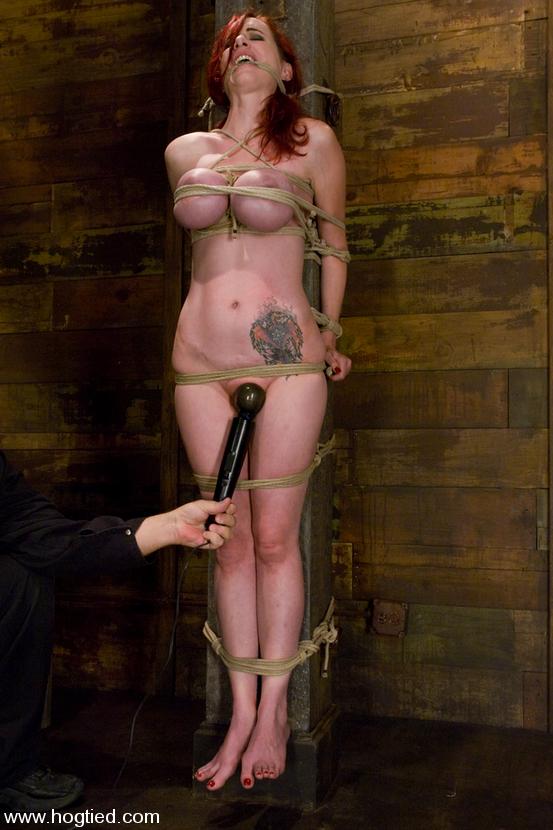 mz berlin en cabeza roja con enormes tetas enormes? entonces debe ser berlin. amamos a una chica que ama la esclavitud. - hogtied