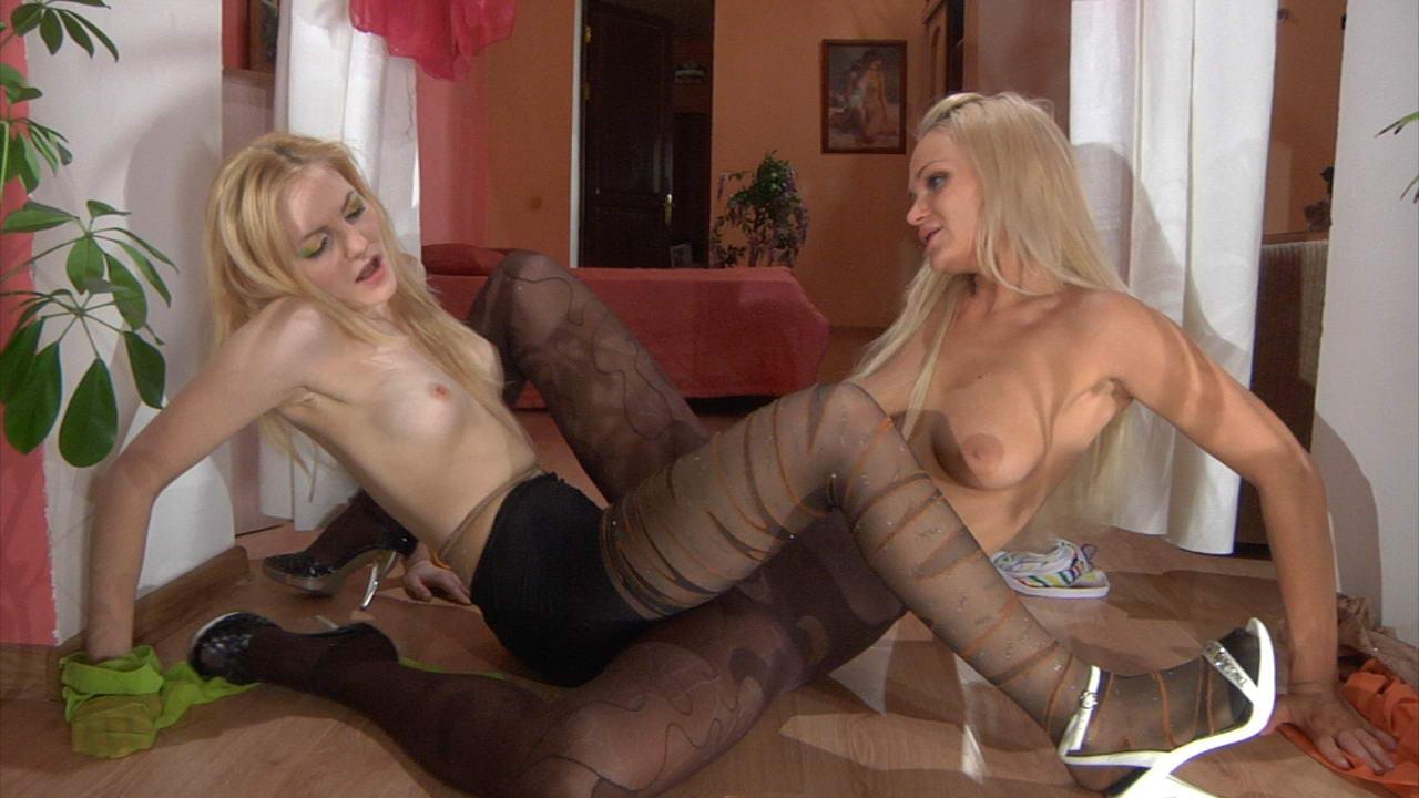 Видео лесбиянки в колготках фото 278-915