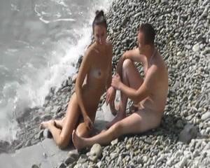como le gusta follar en la playa a esta chica