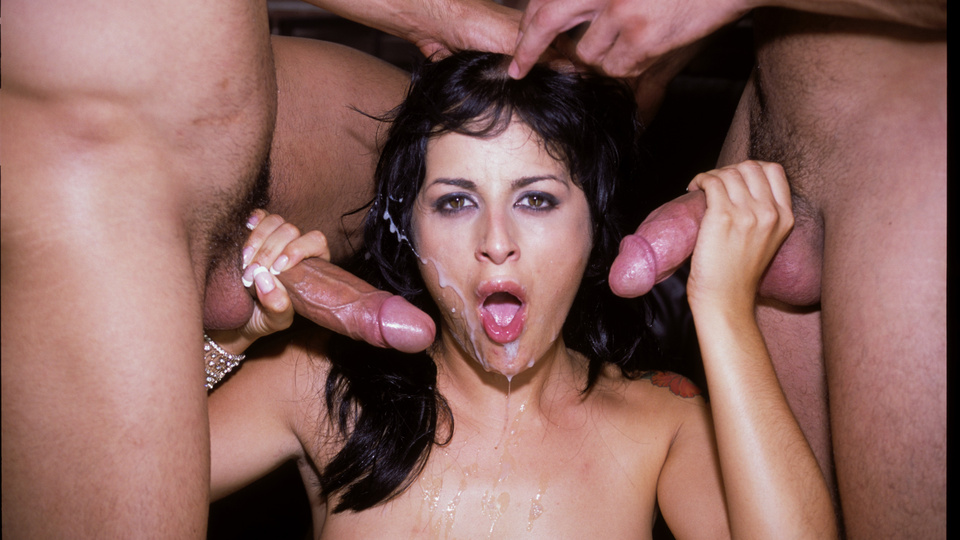 Avy Lee Roth pleasing two cocks at the same time