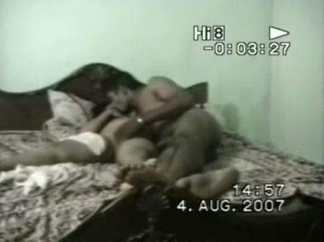 Fat girl sucks dick in Indian porn scandal video