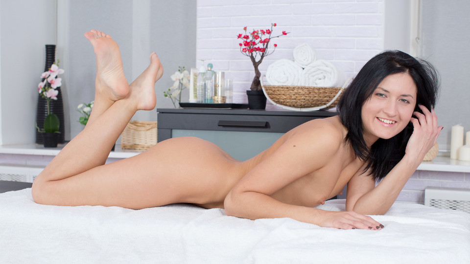 Sandy Rae in Pussy Massage Scene